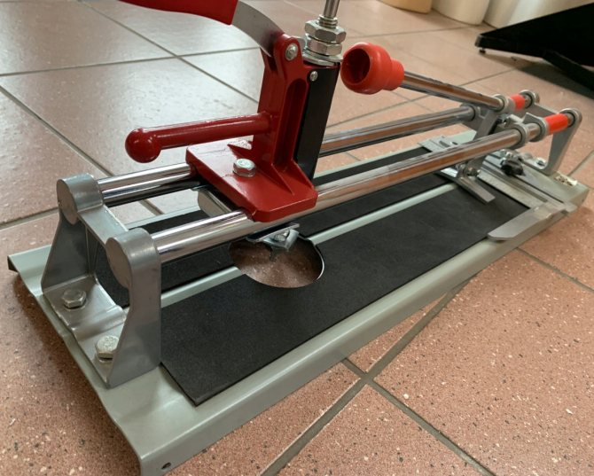 Как пользоваться ручным плиткорезом: видео урок, технические характеристики и особенности моделей