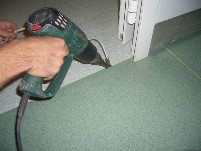 Сварка швов линолеума: холодная в домашних условиях, шнур сварочный, клей, фен, как сварить своими руками, фото и видео