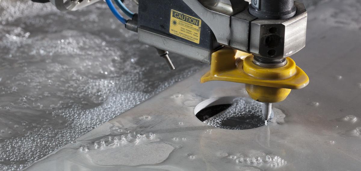 Процесс гидроабразивной резки металла