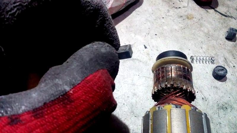 Почему в двигателе искрит только одна щетка