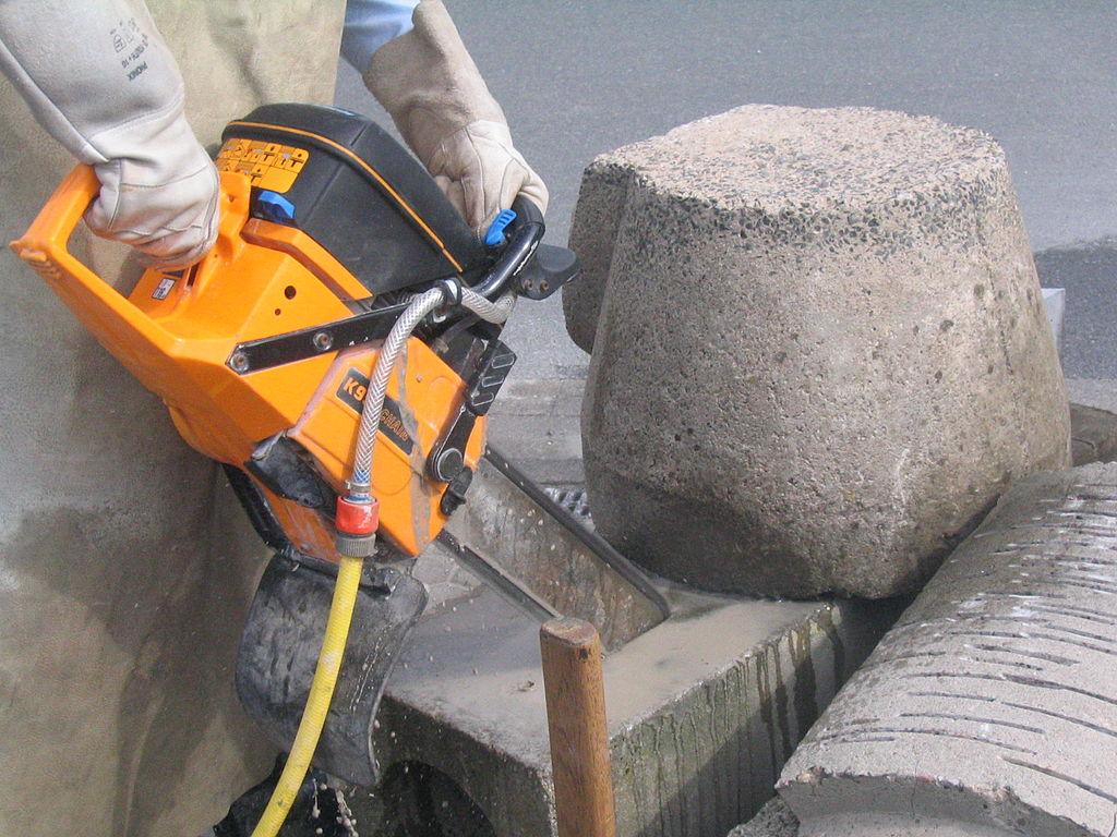 Выбираем ручной бензорез для резки металла или бетона: виды и основные характеристики