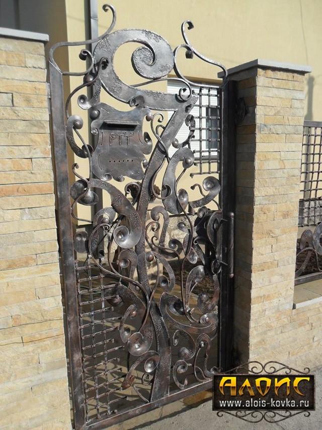 Красивые кованые ворота для частного дома, фото