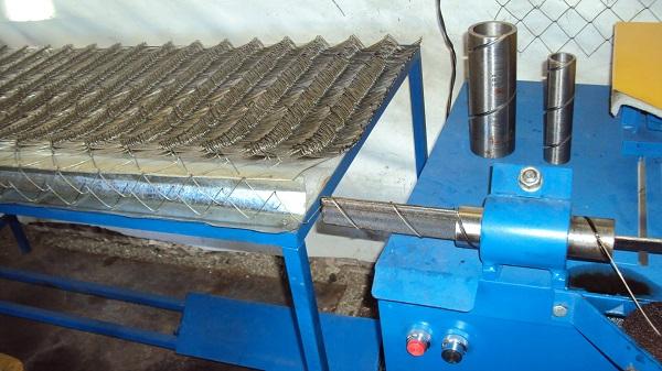 Станок для сетки-рабицы: автоматы для производства и плетения рабицы, рейтинг лучших моделей для вязки сетки, полуавтоматы и ручные станки