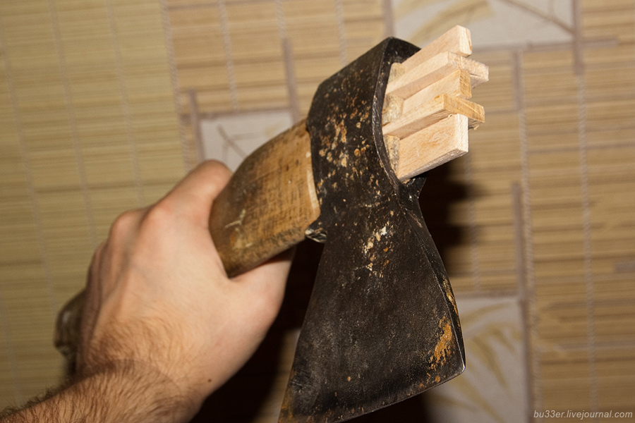 Как насадить топор на топорище и сделать это правильно