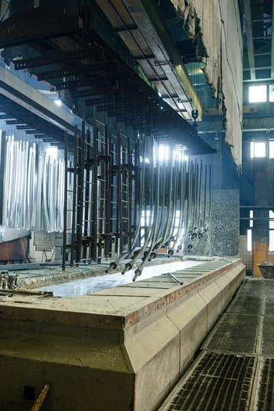 Горячее цинкование: технология или метод покрытия металлоконструкций и изделий, его толщина и оборудование для холодной обработки