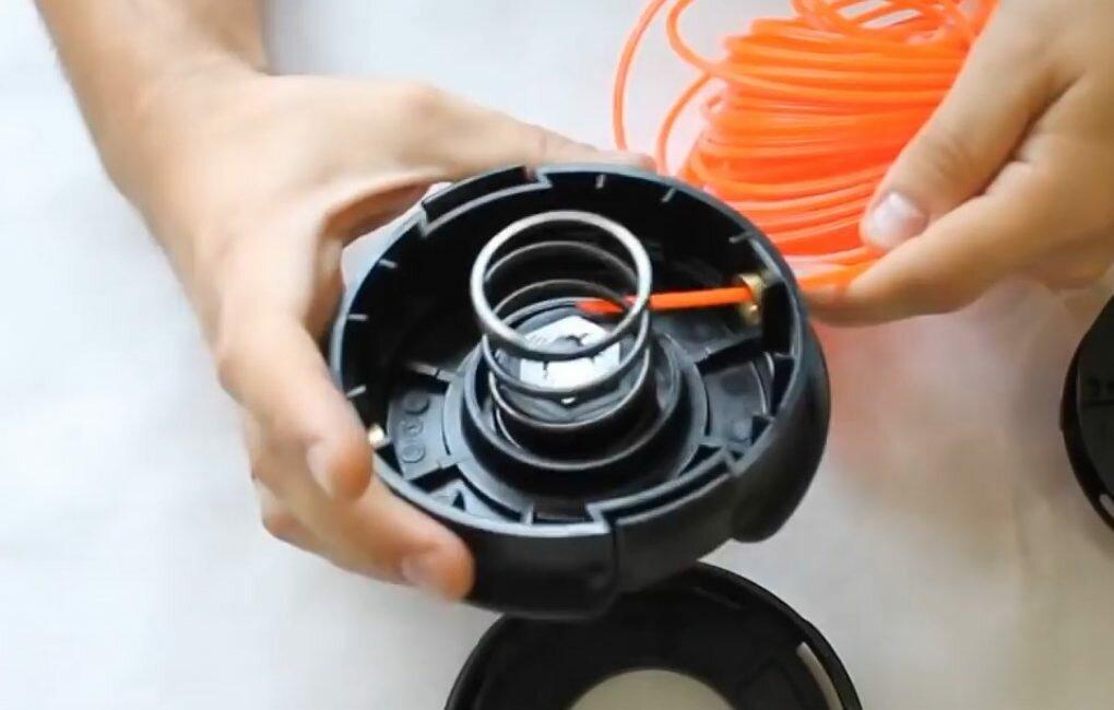Как заправить леску в катушку триммера? видеоинструкция | проинструмент