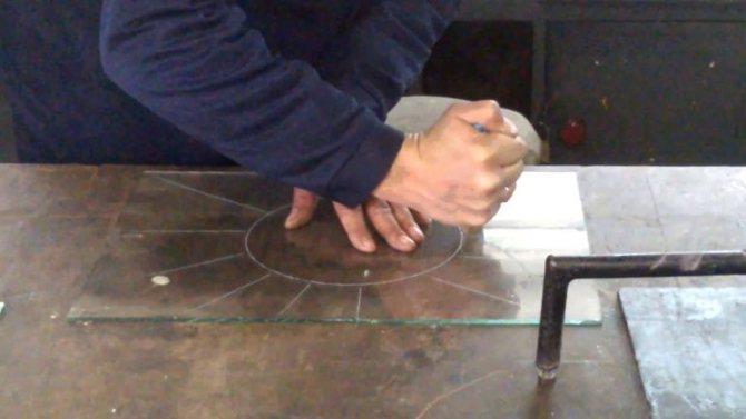 Как и чем можно резать стекло?