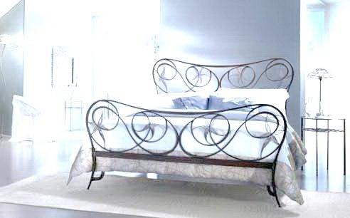 Кованые кровати - фото лучших идей и новинок в интерьере
