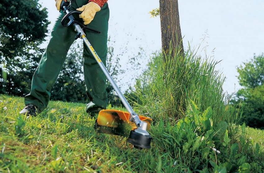 Как правильно косить траву триммером с леской. инструкция как косить бензокосой и триммером траву