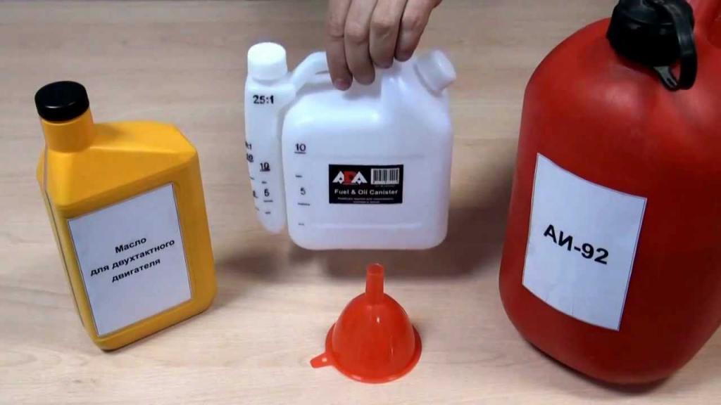 Выбираем масло для бензопилы, изучаем правила применения