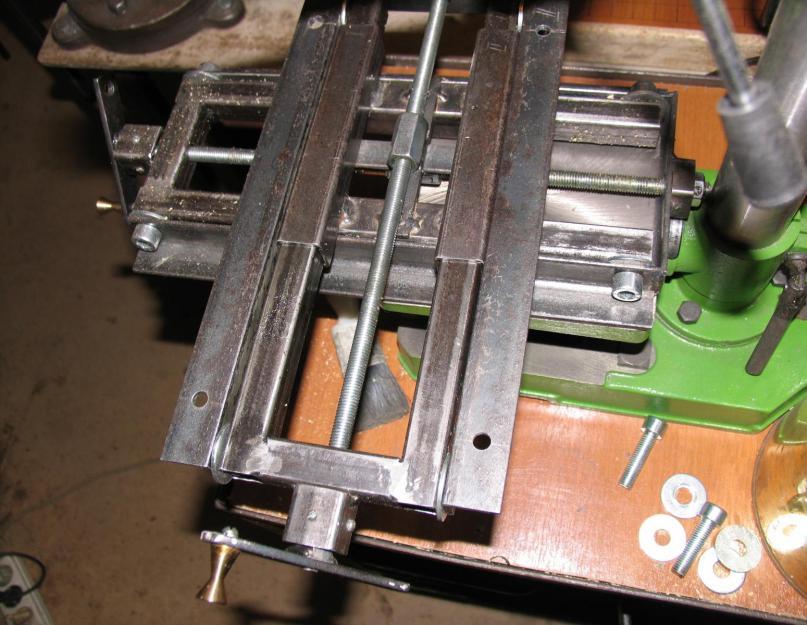 Инверсионный стол своими руками, необходимые материалы, этапы работы