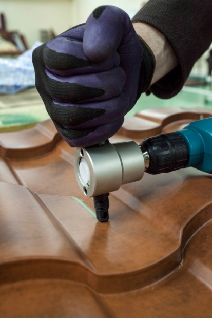 Чем резать металлочерепицу: советы профессионалов