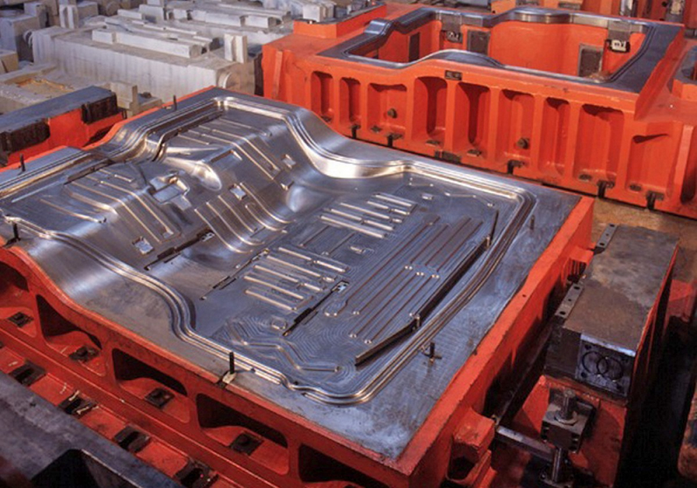 Какое оборудование применяется для штамповки металлических листов