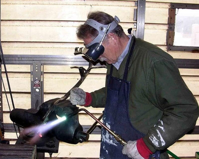 Топ горючих газов, которые используются для сварки и резки металла: ацетилен, аргон, кислород и их смеси