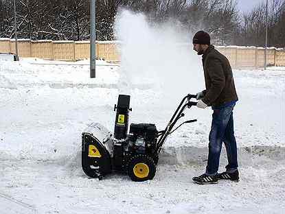 Бензиновый самоходный снегоуборщик: как выбрать лучшую технику