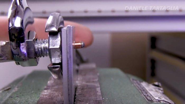 Как снять пуговицу-заклепку с джинсов? ноу-хау!