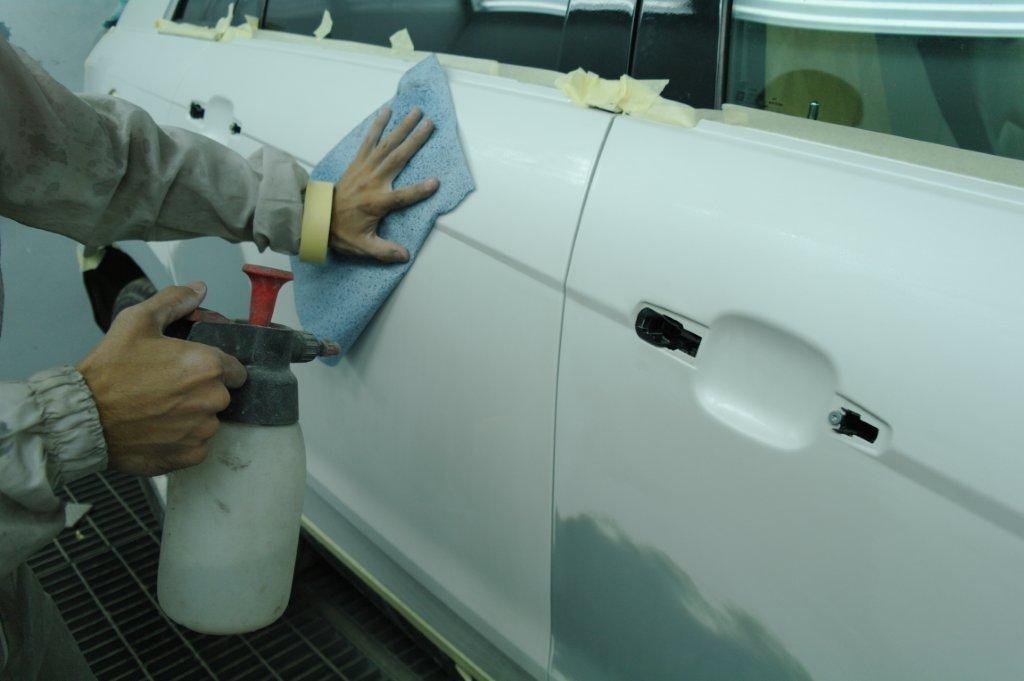 Чем обезжиривают поверхности перед склеиванием или покраской? обезжиривающие средства :: syl.ru