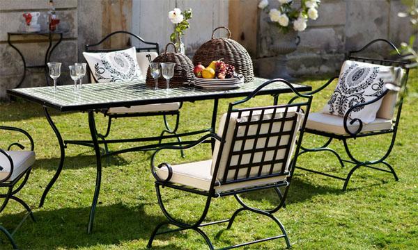 Кованые столы (69 фото): прикроватные столики и обеденные столы с холодной ковкой, садовые уличные для дачи и туалетные, журнальные с деревянной столешницей и другие