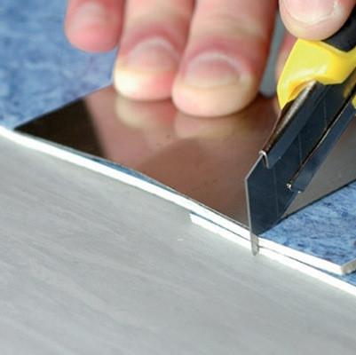 Как склеить линолеум при помощи шнура и холодной сварки, видео-инструкция по склейке линолеума на стыках