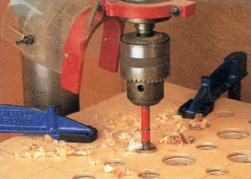 Как пользоваться дрелью: вставить и вытащить сверло, правильно сверлить металл, чугун, как сделать ровное перпендикулярное отверстие