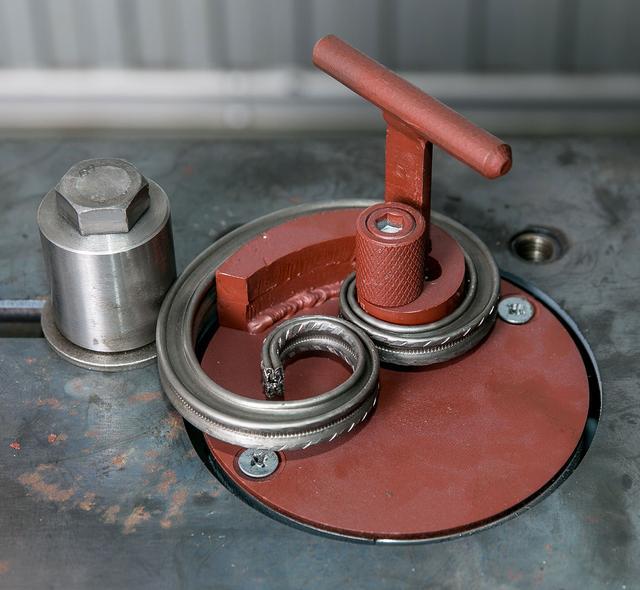 Гнутик своими руками: самодельные станки для холодной ковки дома и не только, размеры устройств, из тисков и профильных труб, для гибки арматуры, квадрата, полосы