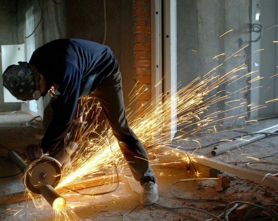 6 опасных ошибок при работе с болгаркой, которые лучше не совершать | ichip.ru