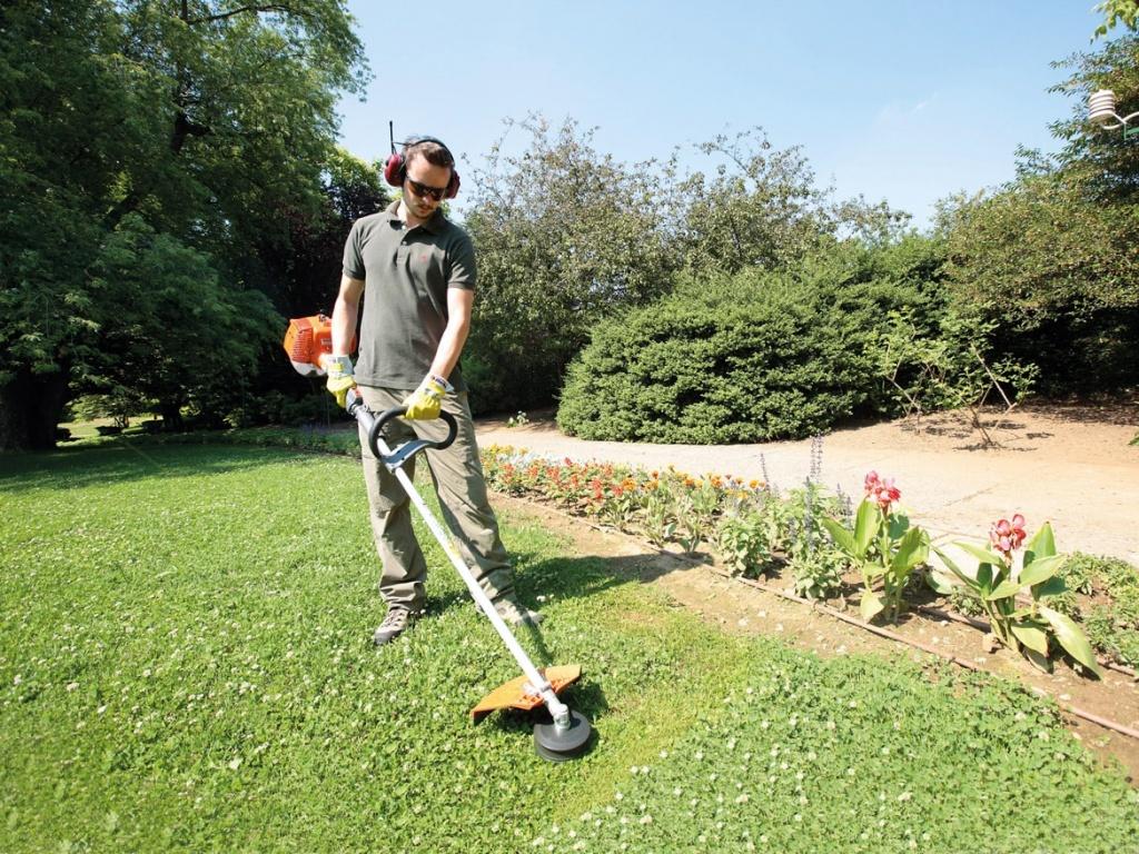 Как правильно косить траву триммером с леской?
