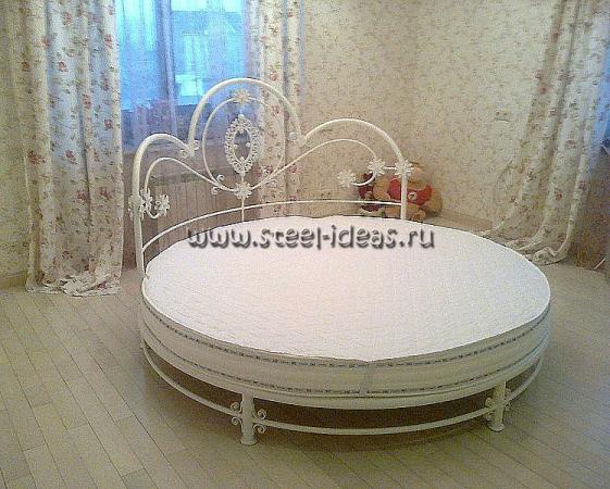 Кованые кровати в интерьере спальни (54 фото): необычные дизайнерские решения