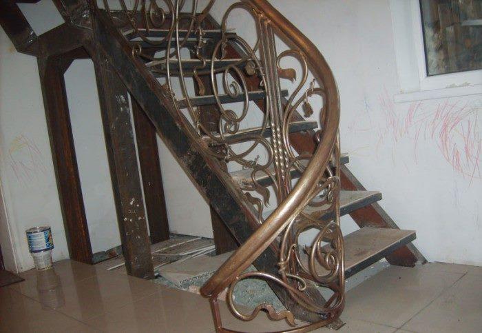 Кованые лестницы в доме: как выбрать привлекательную и практичную