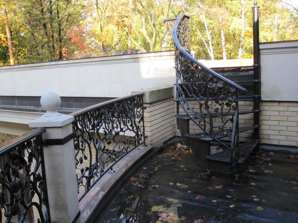 Лестницы кованые для дома: особенности изготовления