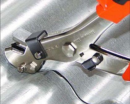 Чем резать металлочерепицу — дрель или электроножницы? выбираем правильный инструментстройкод