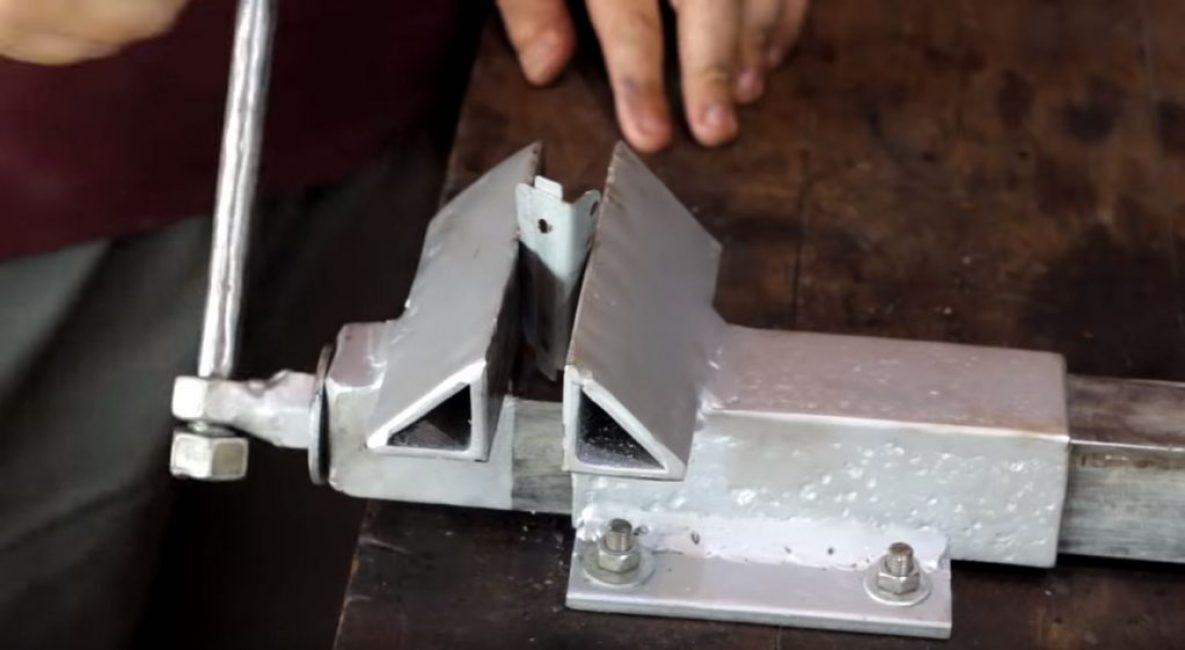 Как сделать тиски своими руками: нюансы при изготовлении тисков для сверлильного станка, столярных и слесарных