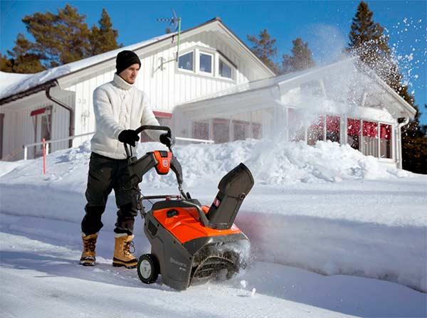 Самоходные и несамоходные снегоуборщики — какой выбрать?