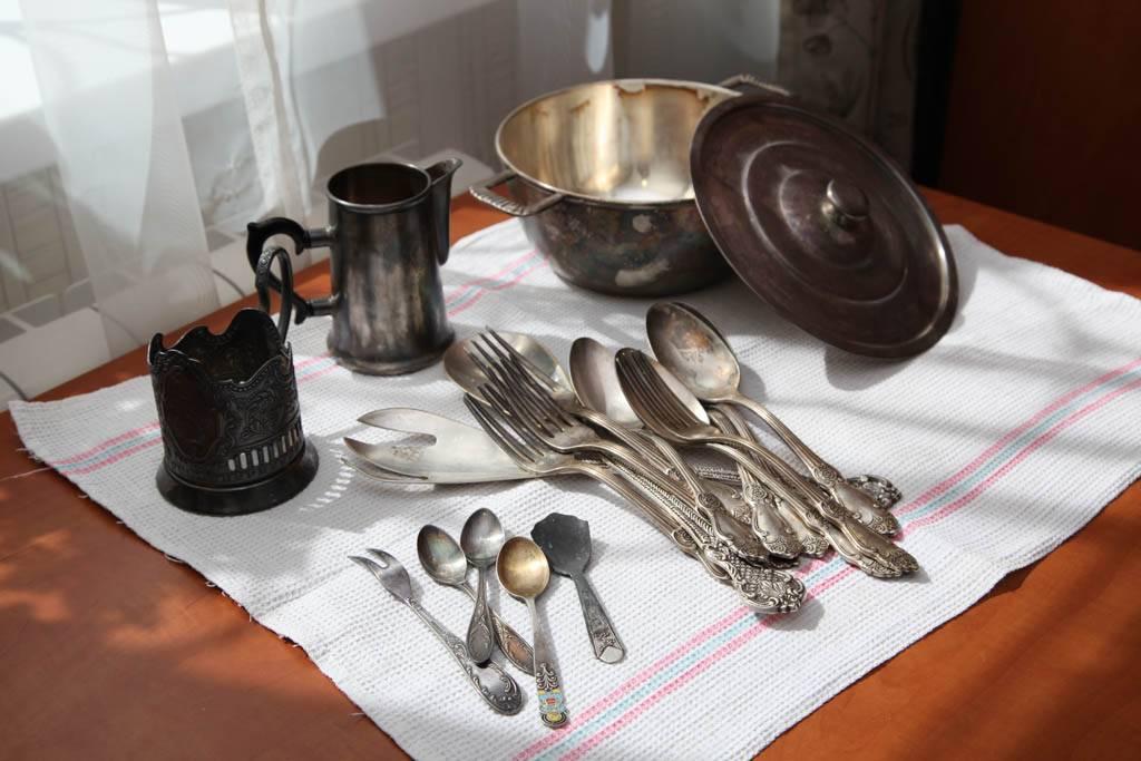 Как почистить мельхиоровые ложки в домашних условиях от черноты?
