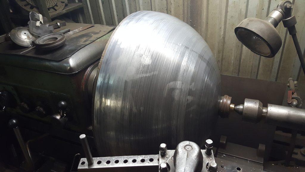 Способ глубокой вытяжки полых изделий из листового металла