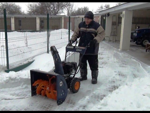 Ручной снегоуборщик — особенности конструкции и применения