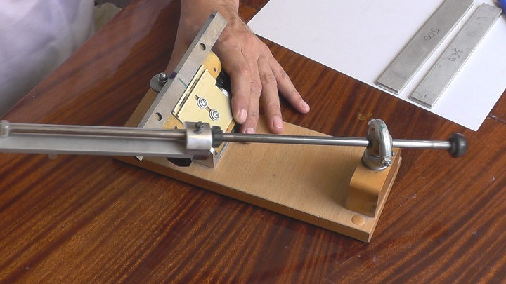 Приспособления для заточки ножей рубанка: станки и точило. устройство точилок