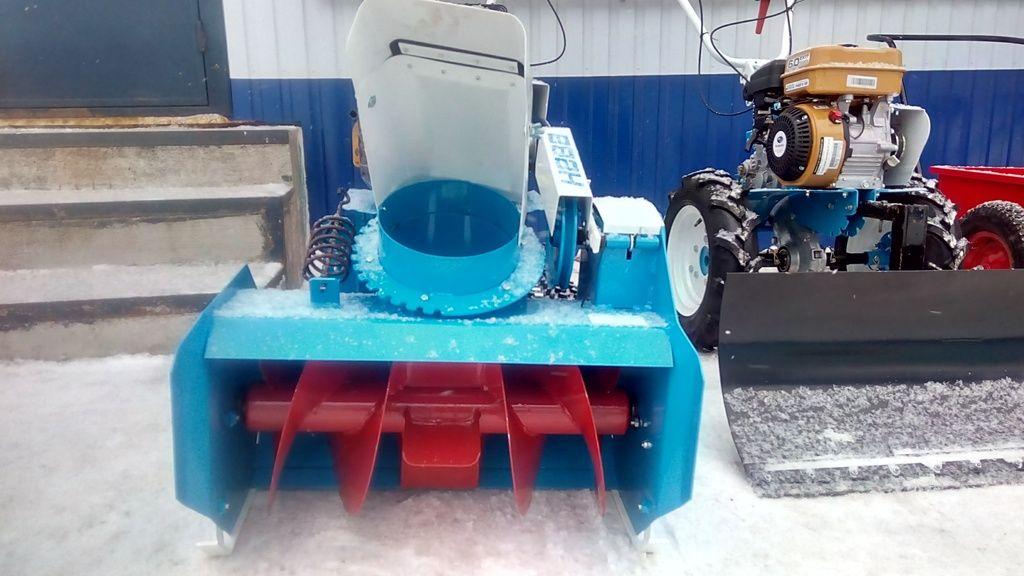 Снегоуборочная насадка на мотоблок: устройство и установка