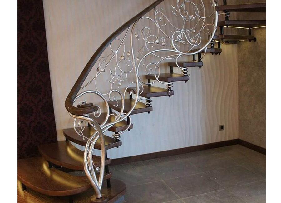 Лестницы кованые для дома – художественная красота металла в руках мастера