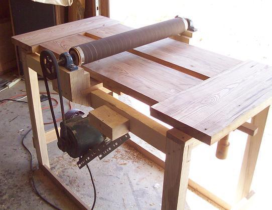 Шлифовальный станок по дереву: самодельный, ручной, барабанный, настольный, калибровальный, ленточный, видео-инструкция по монтажу своими руками, как отшлифовать деревянный пол из досок, покраска, фото и цена