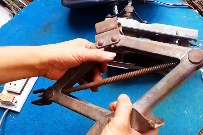 Изготавливаем сверлильный станок из дрели своими руками   главный механик