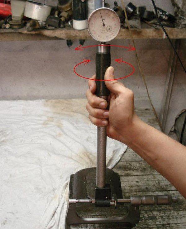 Как пользоваться нутромером для проверки цилиндров - настроить и мерить микрометрическими и индикаторными моделями - примеры измерения в видео