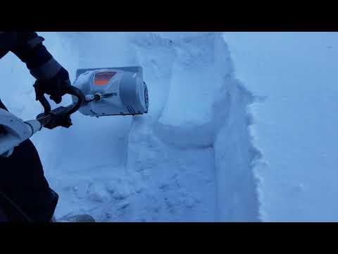 Выбираем лопату для уборки снега со шнеком: механическая или электрическая (электролопата) снегоуборочная техника