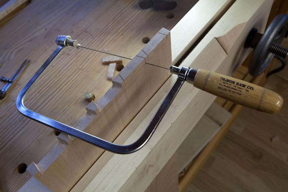 Как работать ручным лобзиком по дереву видео - инженер пто