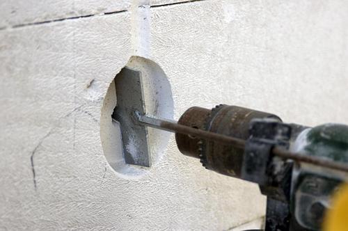 Чем просверлить стальную арматуру в бетонной стене