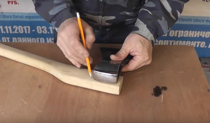 Как правильно насадить топор на топорище и расклинить