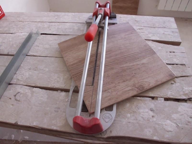 Как пользоваться плиткорезом: инструкция пользователю