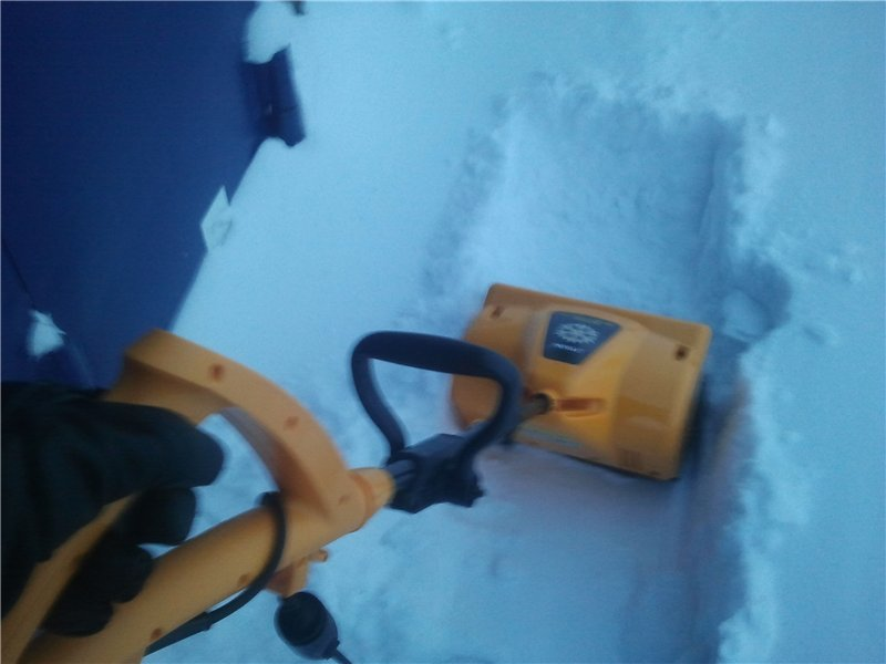Электрическая лопата для уборки снега
