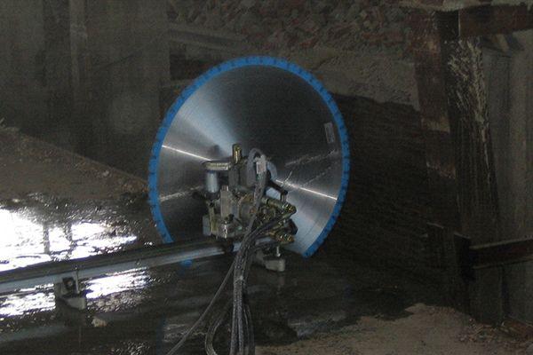 Алмазная канатная резка железобетона, демонтаж бетона канатными системами