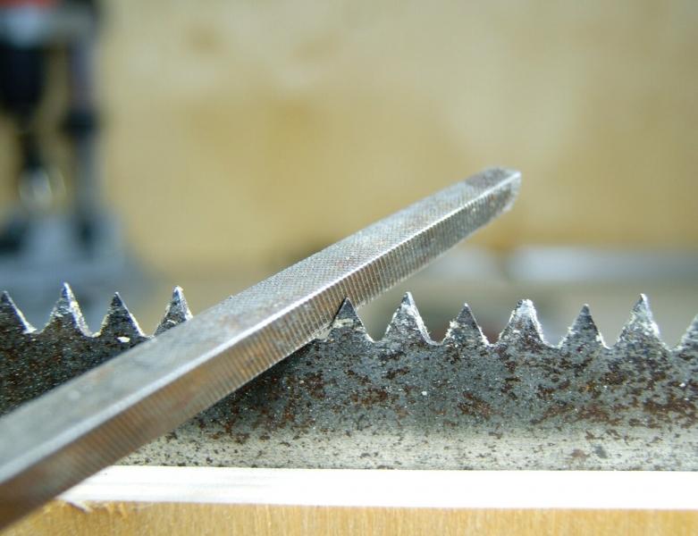 Как развести зубья у ножовки по дереву
